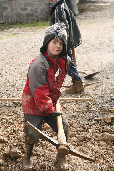 kids digging a drainage trench on the Appalachia Mission Trip